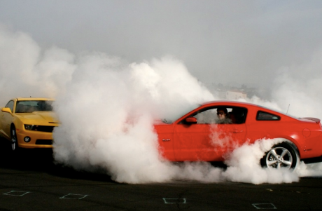 2010 Ford Mustang & Chevrolet Camaro burnout